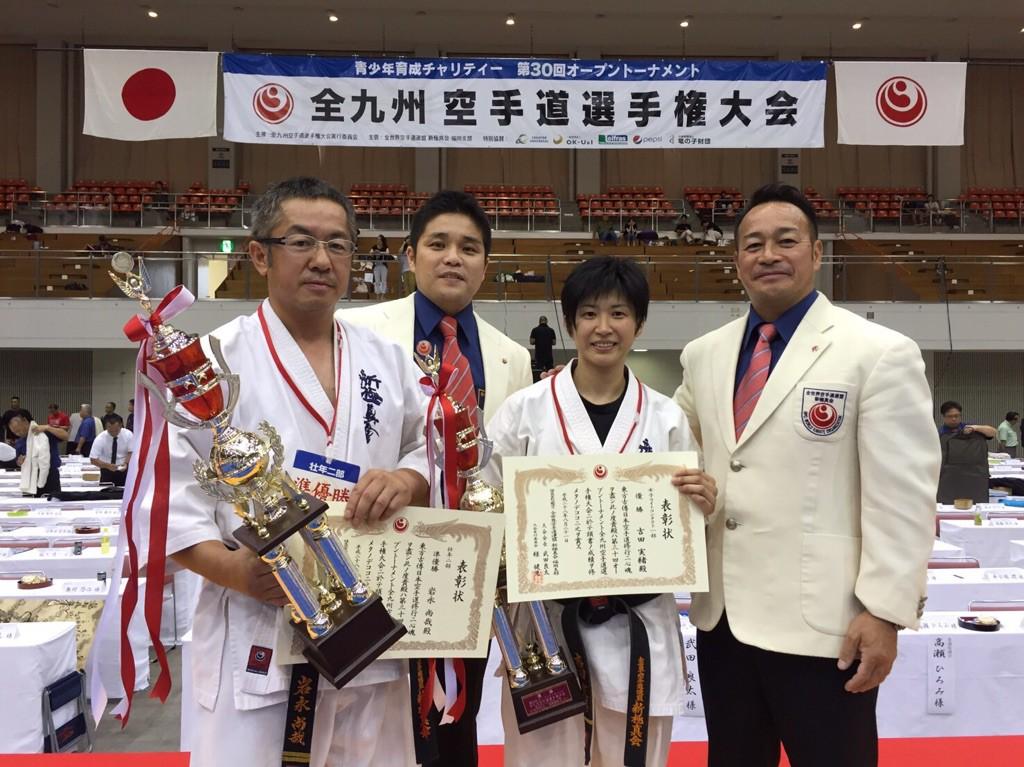 左から岩永・吉田支部長・吉田実緒・新極真会代表 緑健児代表