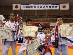 福岡県大会 (左から佐藤未悠・黄・島袋・佐藤宏飛)